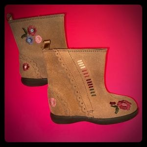 NWT BABY GAP GENUINE SUEDE EMBROIDERED BOOTS SZ 6